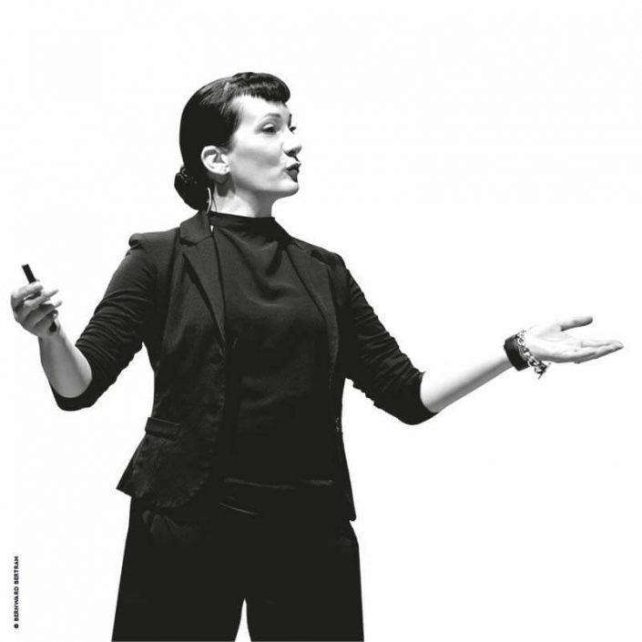 Vita Suzanne Grieger-Langer