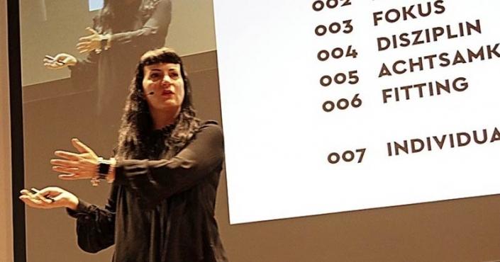 Suzanne Grieger-Langer bei ihrem Vortrag in der Steinhalle Foto: Dagmar Barber